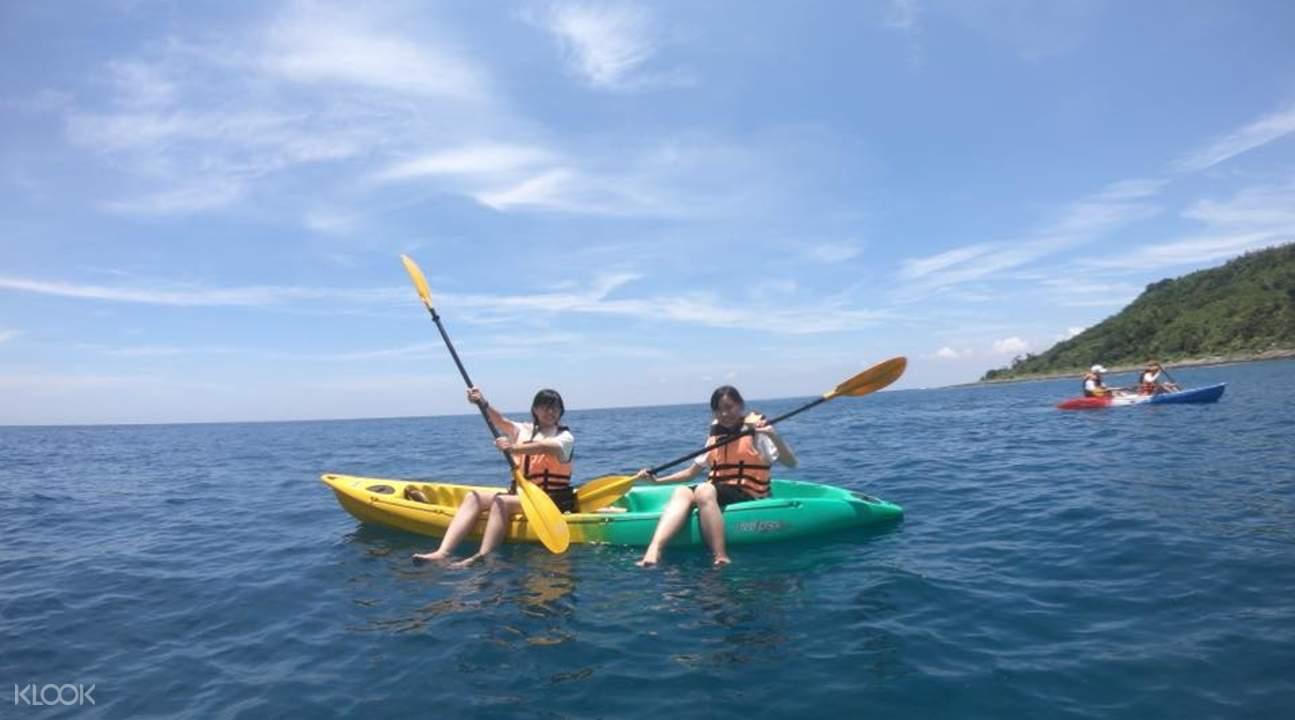 two girls in kayak boats in xiao liu qiu